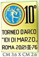 """2796) Distintivo Sportivo 10° Torneo d'Arco """"Idi di Marzo"""" Roma 1976"""
