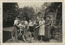 PHOTO ANCIENNE - VINTAGE SNAPSHOT - MOTO MOTOCYCLETTE VENDANGE PAYSAN -MOTORBIKE