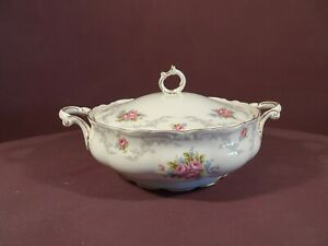 ROYAL ALBERT TRANQUILITY PATTERN, TWIN HANDLED LIDDED TUREEN, 1ST QUALITY