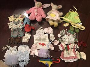 VINTAGE MUFFY & HOPPY VANDERBEAR MIXED LOT BEARS & CLOTHES