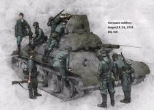 1/35 WWII Resin Model Kit German Infantry Inspecting T-34 Tank 1941 (8 Figures)