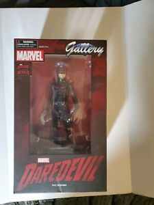 Marvel Gallery Daredevil 10-Inch PVC Figure Statue Netflix Diamond Select
