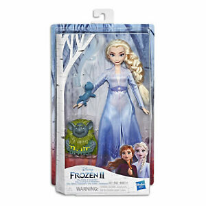 Disney Frozen 2 Storytelling Elsa In Travel Outfit + Pabbie & Salamander Figures