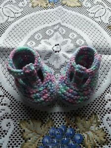 HAND KNITTED  BABY SHOES / BOOTIES 0 -3 MONTHS