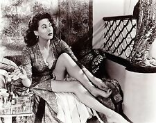 Yvonne De Carlo Unsigned 8x10 Photo (21)