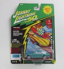 Johnny lightning 50th Anniversary 1964 Ford Mustang Conv. R2 VS A 1:6