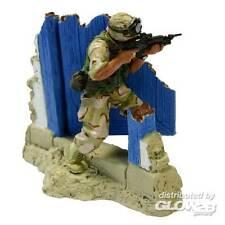 FoV Unimax US Marine Cpl. Rodriguez Modern Soldier hinter Tür 1:32 Fertigmodell