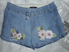 NWT Romeo & Juliet Couture Women's M 4-6 Floral Embroidery Denim Shorts MSRP$130