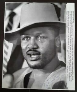 Joe Frazier Autograph Signed Auto Press Photo UPI Boxing Champ Philadelphia