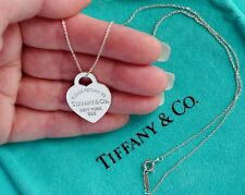 Tiffany & Co Vuelta A Tiffany Corazón De Plata De Ley Placa Mediano Collar