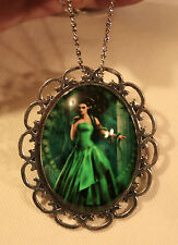Handsome Looped Rim 7 Deadly Sins Green with Envy Snake Pendant Necklace Brooch
