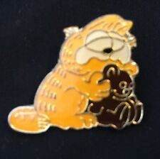 Vtg Garfield Holding Pookie the Teddy Bear Lapel Hat Pin Pinback / New Old Stock