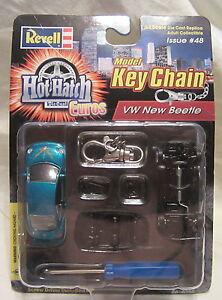 VOLKSWAGEN NEW BEETLE -1/64 Scale Model Key Chain - 2000 Revell