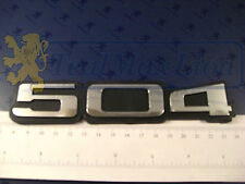 Monogramme 504 autocollant (aluminium chromé) Peugeot 504 PU, 504 M1980->sauf cc