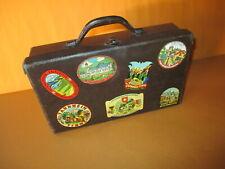 Schöner Alter Papp-Koffer Vintage Deko mit Aufklebern