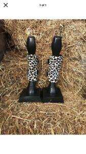 Cob Size Fleece Horse Leg Wraps Snow Leopard Print Set Of 4 Free Grooming Mitt