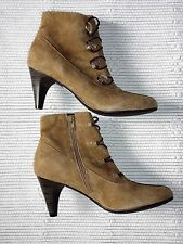 womens CLARKS KITTEN TOP TAUPE SUEDE size 5.5d ANKLE BOOTS TAN LADIES SHOES