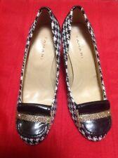 "TAHARI ""LUCY"" Black/white Pump Shoes 6M"