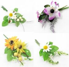 Mini Flower Bouquet Corsage Daisy Sunflower Berries Ivy Foliage Leaf Heather