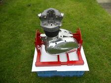BSA C15/B40/B44, Triumph T25 Soporte del motor