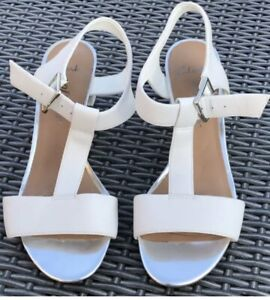 CLARKS ACTIVE WEAR SUMMER  LEATHER BUCKLED HEELED SANDALS SIZE 4 D UK WHITE