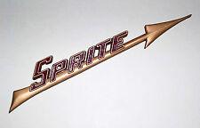 Austin Healey Sprite Frogeye MK1 Gold & rot Pfeil Heckklappe Emblem, 14a4859