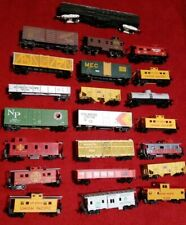 Lot Of 22 HO Scale Train Cars Union Pacific, Santa Fe, Souther Pacific Mixed lot