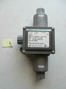 NEW UNITED ELECTRIC PRESSURE DIFFERENTIAL SWITCH 127 J21K (257)
