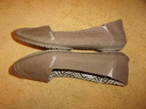 Crocs SHOES WOMEN'S SIZE: 8