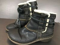 UGG Australia Cove Boots 6 Womens Leather Ankle Winter Sheepskin Lining Black
