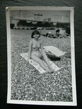 OLD POSTCARD SIZE PHOTO- PRETTY GIRL ON THE BEACH CIRCA 1960s