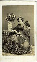 DESCOMPS AUCH UNE FEMME POSE CDV PHOTO 1860 MODE FASHION DECOR FLORAL BOUQUET