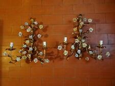 Paire de grandes appliques en métal doré et fleurs en porcelaine.Sconces.