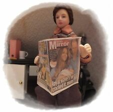 1/12th Casa De Muñecas periódico Daily Mirror Royal Bebé & Kate Prince George