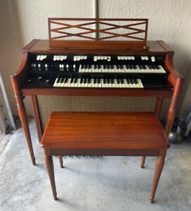 Hammond Organ M-101A - Beautiful In Excellent Condition With Bench