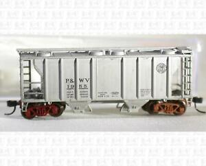 Atlas N PS-2 2-Bay Covered Hopper Pittsburgh and West Virginia