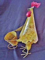 ancien pot de fleur-artisanat d'art en tôle et métal-coq poussant une brouette