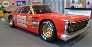 CUSTOM BUILT 1:25 SCALE 1965 FORD SHORT TRACK STOCK CAR with 427 CAMMER V8.