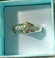 14k Yellow Gold 6 mm Round Center Diamonique Ring with Baguettes. Size 7 3/4