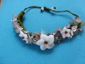 Armband uralt wunderschön mit Blüten aus Glassteinen + viele Bruchsteine