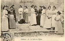 MAILLANNE (13) sortie de l'église femmes en costumes gros plan