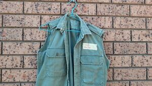 army shirt 1968 size 14/2x32 see photos used all buttons no sleeves as worn then