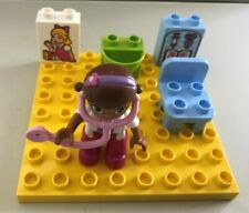 DUPLO DOCTOR McSTUFFINS FIGURE YELLOW 8X8 PIN BASE PLATE SPOTTY PICTURE BLOCKS