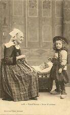 CARTE POSTALE GRAND'MAMAN - SCENE D'INTERIEUR FOLKLORE COSTUME ENFANT