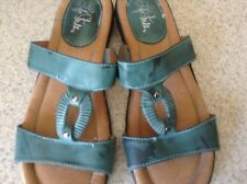 Life Stride shoes green sandals sz 9.5  slip on