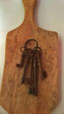 Clefs anciennes Lot de 5 Clés 6,5/13,5cm avec anneau