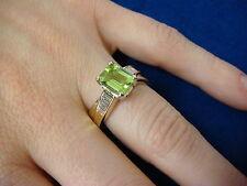 ! ELEGANT PERIDOT AND BAGUETTE DIAMOND LADIES RING 4.7 GRAMS, 14K GOLD