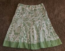 Van Heusen Women's Skirt Size 8 green, tan,100% Cotton, floral, lined, pleated