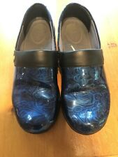 Work Wonders by Dansko Blue Floral Patent Leather Slip On Clogs Shoes 40/9