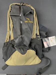 NWT Arc'teryx Arro 22 Backpack TAN sand Desert Camo EDC